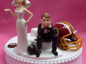 washington_redskins_football_themed_key_wedding_cake_topper_garter_8725684f